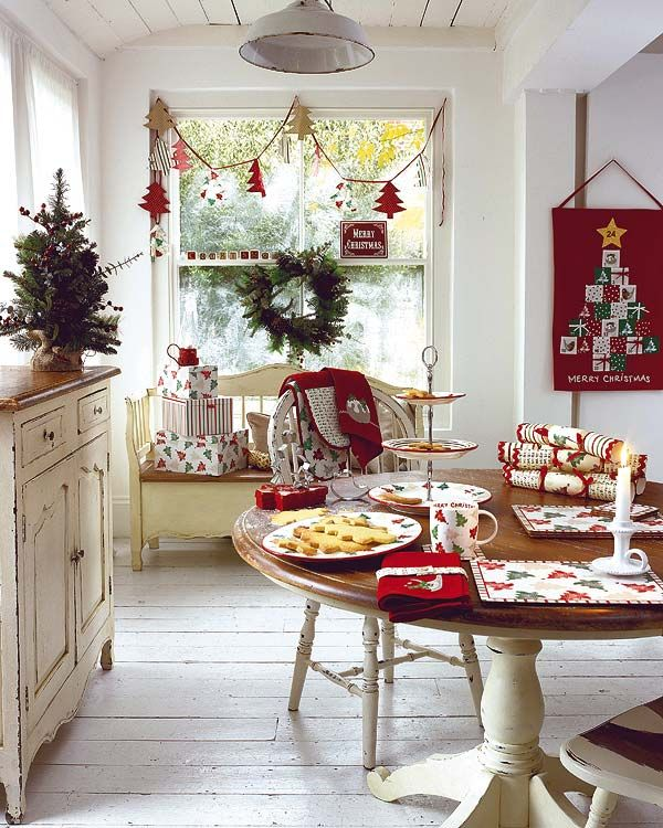 37 Stunning Christmas Dining Room Décor Ideas | DigsDigs on Decor For Room  id=95822