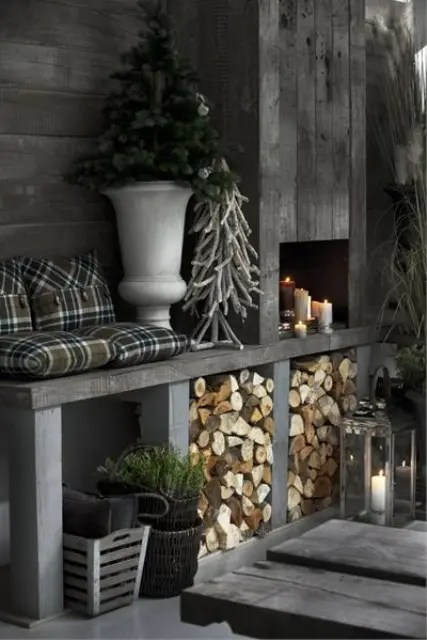 Choose modern contemperary sleekness or endulge in the oppulance of something more majestic with this group of silver bedroom furnature. 38 Stylish Christmas Décor Ideas In All Shades Of Grey
