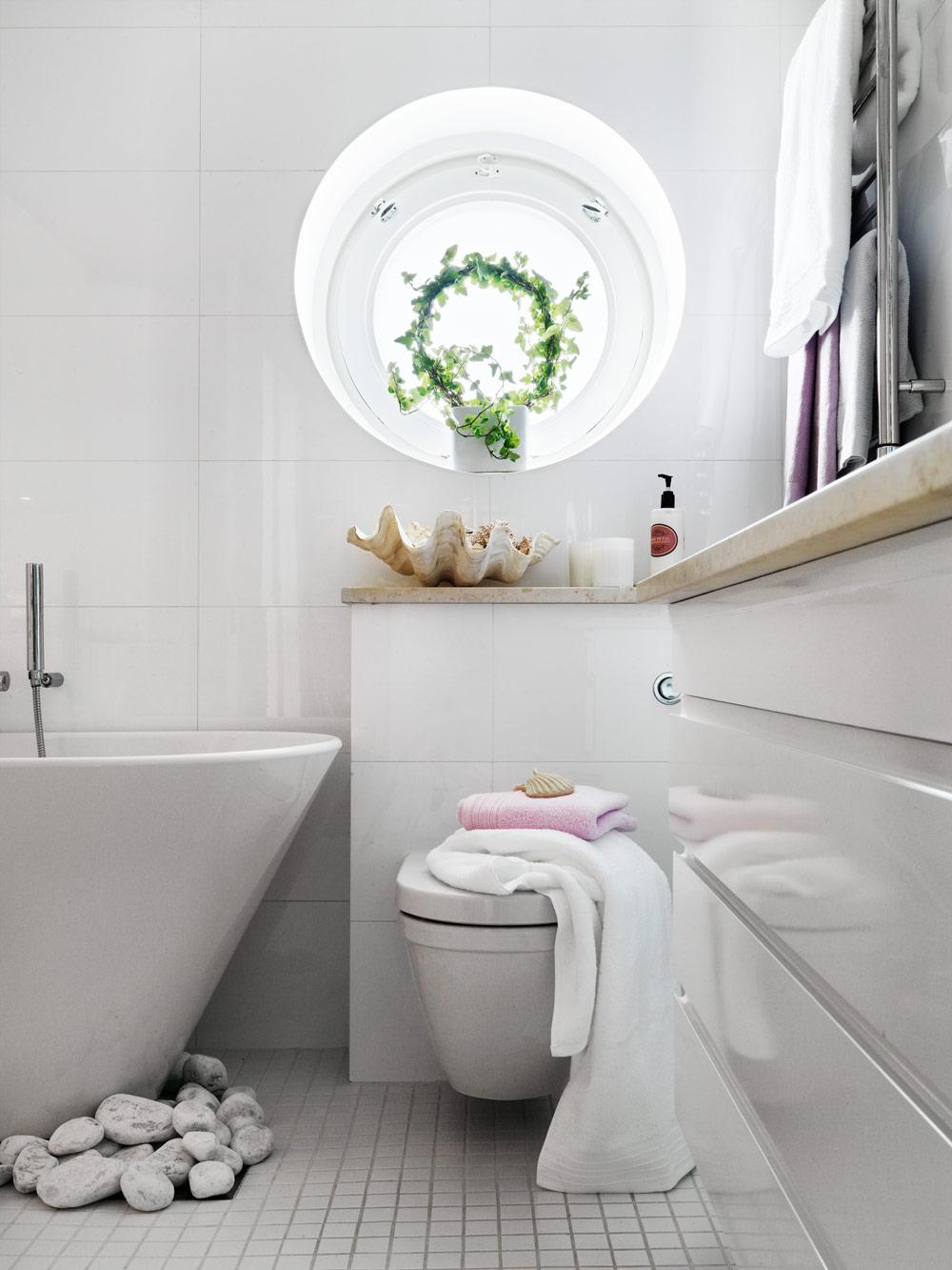 Stylish Small Bathroom With An Unusual Decor   DigsDigs on Small Bathroom Ideas Decor id=14968