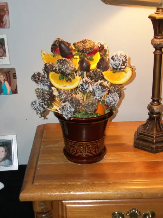 26 Valentines Day Dcor Ideas With Flowers Fruit And