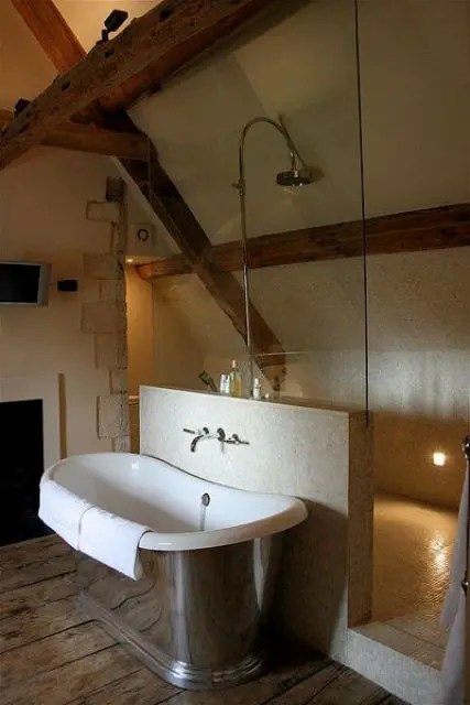 32 Ways To Incorporate Exposed Wooden Beams Into Bathroom ... on Small:j8V-Fokdwly= Bathroom Renovation Ideas  id=39273