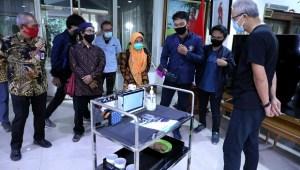 Robot Ater-ater, Suster Pengganti Layani Pasien Covid-19