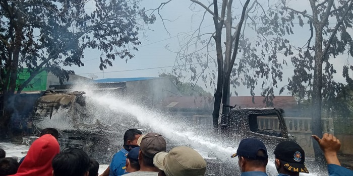 10 Unit Mobil Pemadam Dikerahkan Untuk Padamkan Kebakaran Truk Tangki BBM di Marelan