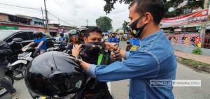 Relawan Kamtibmas Bagikan 800 Masker di Persimpangan Jalan