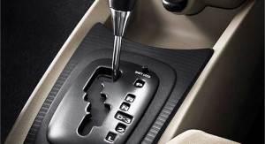 Pemula Belajar Mobil, Lebih Baik Pakai Transmisi Matik atau Manual?