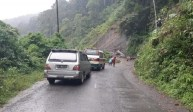 Tertutup Longsor, Jalan Provinsi Menuju Kecamatan Ulupungkut Terputus