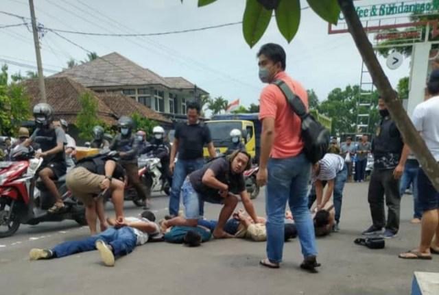 Sempat Keluarkan Tembakan, Polisi Bekuk Kawanan Perampok di Semarang yang Terekam CCTV