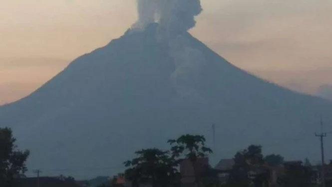 Gunung Sinabung Masih Keluarkan Awan Panas, Masyarakat Sekitar Diimbau Tak Beraktivitas