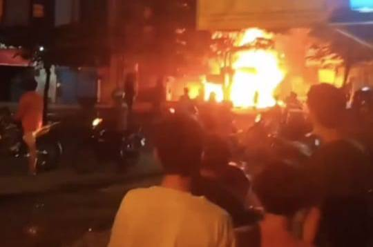 Dinihari, Empat Ruko di Jalan Brigjend Zein Hamid Medan Terbakar
