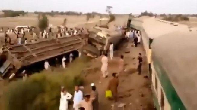 Dua Kereta Api 'Adu Banteng', 33 Penumpang Tewas Ratusan Luka-luka