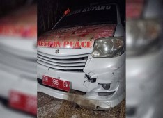 Mabuk Miras, Pengendara Sepeda Motor Tabrak Tiga Ambulance Pengusung Jenazah Covid-19