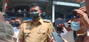 Agar tidak terjadi kerumunan, Wali Kota Medan Bobby Afif Nasution menegaskan, tempat vaksinasi tahap dua dapat dilakukan di tempat masyarakat melakukan vaksinasi tahap I.
