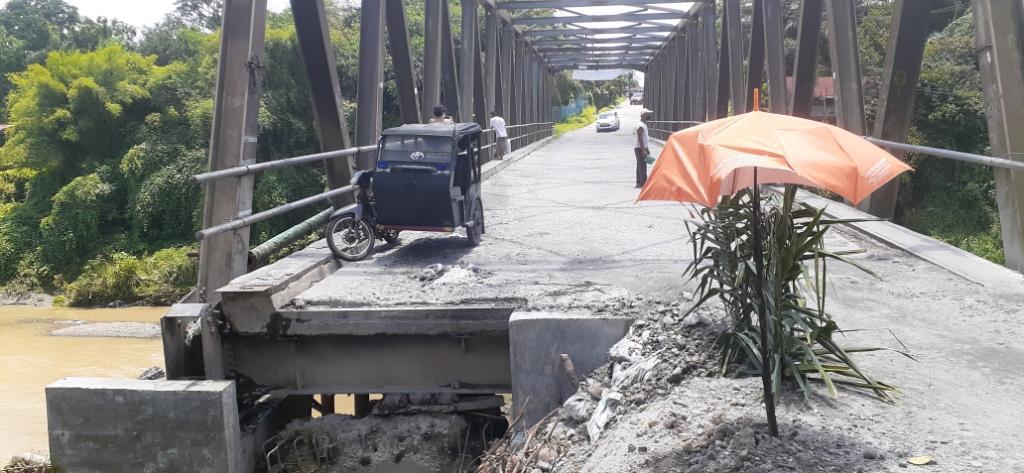 Jalan Bolong Menuju Jembatan di Pancur Batu Rawan Pungli