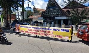 Protes Pengadaan Mobil Dinas Rp 5,1 Miliar, Aktivis Demo DPRD Padangsidimpuan