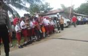 Cuma 18 Menit, Kunker Jokowi Timbulkan Kerumunan Siswa Sekolah