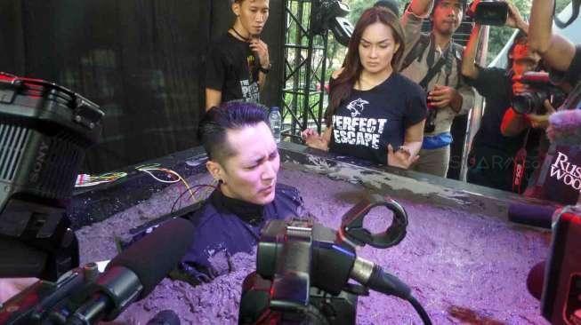 Polisi Bubarkan Syuting Demian Aditya dan Sara Wijayanto