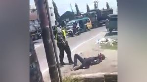 Butal! Oknum Polisi Pukuli Warga hingga Terkapar di Deliserdang