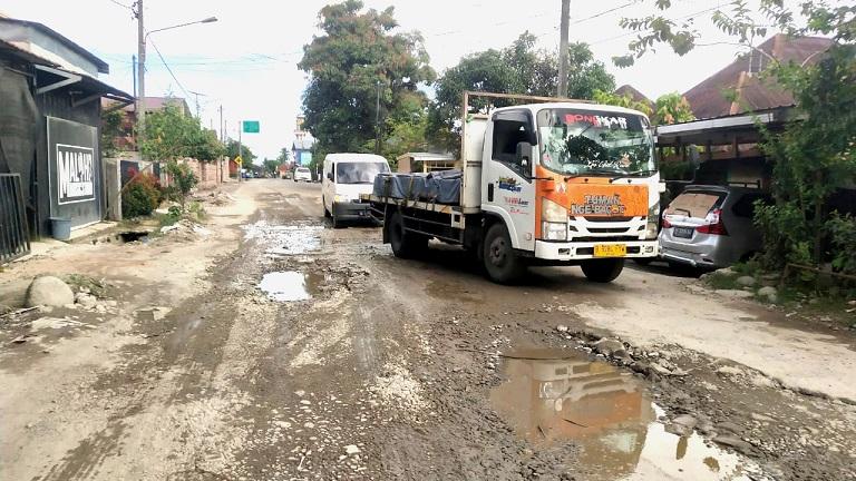 Tak Kunjung Baik, Jalan MT Haryono Padangsidimpuan Makin Kupak Kapik