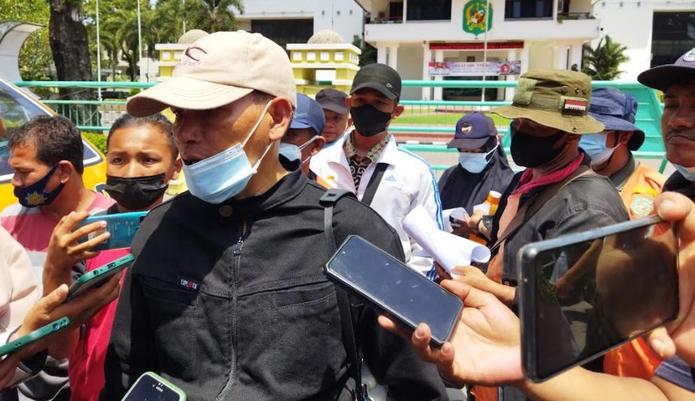 Juru Parkir Demo Tolak Penerapan E-Parking di Medan