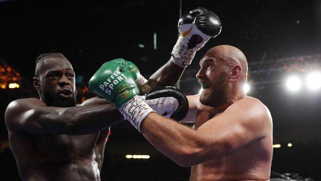 4 Knockdown 1 Knockout, Tyson Fury vs Wilder Pantas Masuk Duel Terbaik