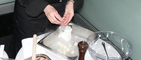 Come in my world - soirée de lancement meringue à l'azote liquide traiteur cuisine moléculaire