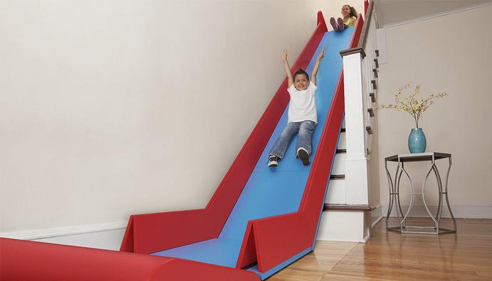 Quirky Sliderider toboggan escalier