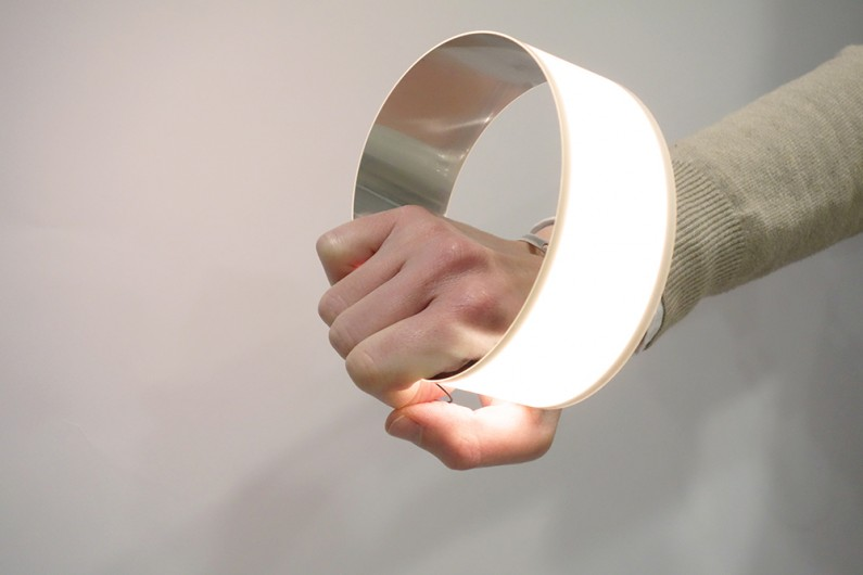 Blackbody Oloop Flexible OLED light lumière