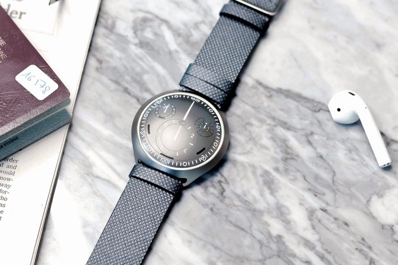ressence Type 2 e-crown