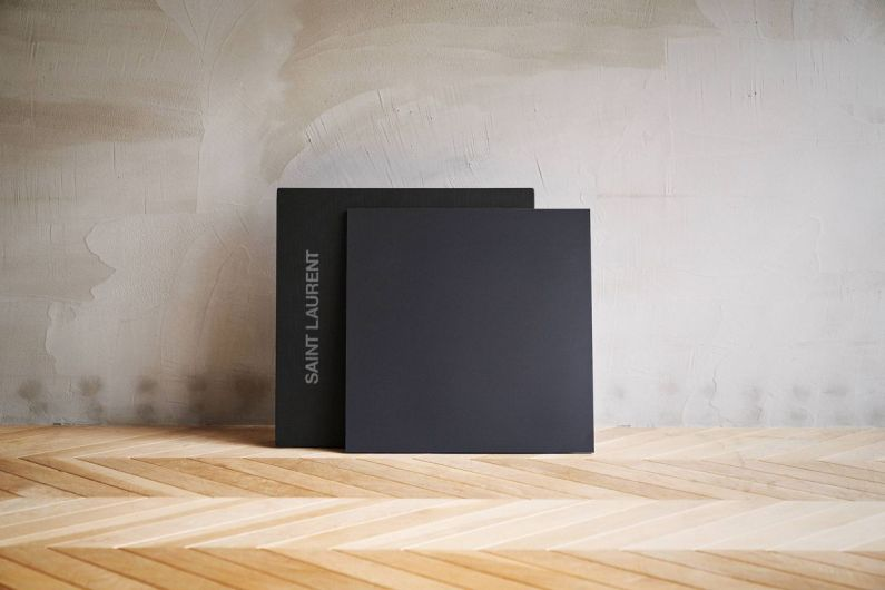 Lyric Speaker Canvas Saint Laurent X COTODAMA : une enceinte décorative d'un nouveau genre