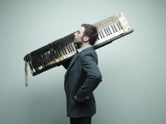 Le pianiste-chanteur Raphaël Gualazzi se produira lors d'une performance son et lumières