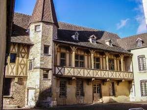 L'Hôtel des Ducs de Bourgogne : du Parlement à la vigne
