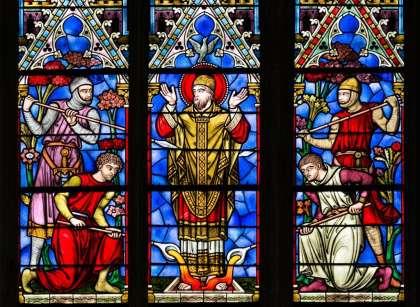 Saint Bénigne en posture de martyre. Un des remarquables vitraux de la cathédrale dijonnaise portant son nom © Clement Bonvalot