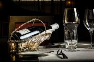 Hep sommelier! Un panier pour servir le vin?