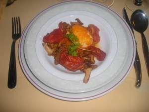 La recette du samedi: des œufs pochés aux girolles et tomates confites