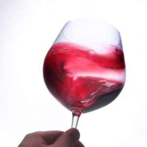 Hep Sommelier! Agiter son verre, c'est bien ou pas ?