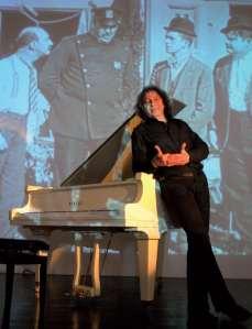 Ciné rétro, un piano sous la toile