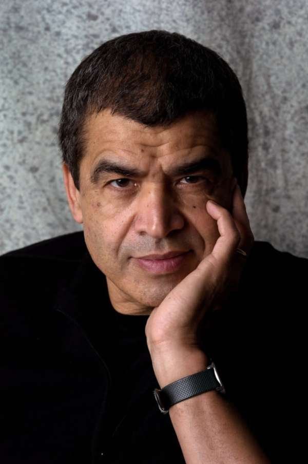 """Daniel Picouly, écrivain français. Prise de vue réalisée au studio Mac Mahon à l'occasion de la sortie du livre """"La nuit de Lampedusa"""" chez Albin Michel.~PROV~FTP Daniel Picouly (1948-)"""