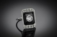 Bague Art Déco diamants centre 140 carat onyx. © Riondet