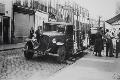 L'hsitoire des Gauthier remonte au milieu du XIXe siècle. Puis, le grand-père de Mathieu et ses deux frères ont développé l'activité de miroiterie d'art, au début du XXe siècle, comme en témoigne ce spectaculaire moyen de transport. ©Sodiver