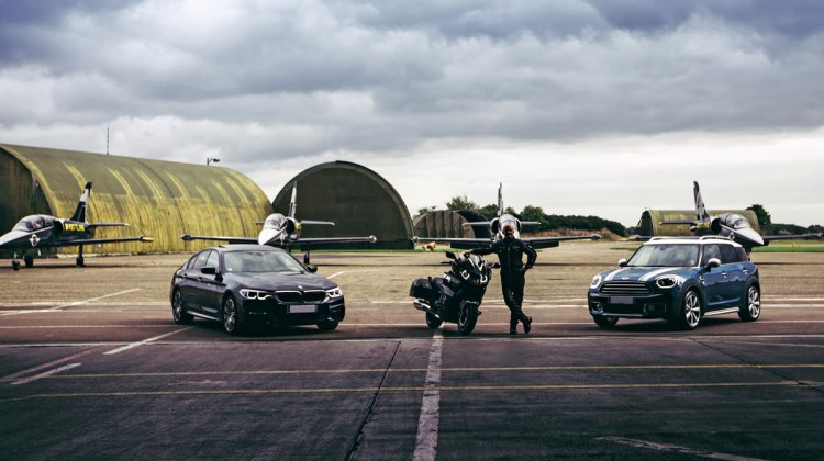 Jacques Bothelin, le fondateur de la patrouille aérienne dijonnaise Breitling avec qui le groupe SAVY entretient de très bons rapports, est dans son élément aussi bien dans un Jet que sur une moto BMW.