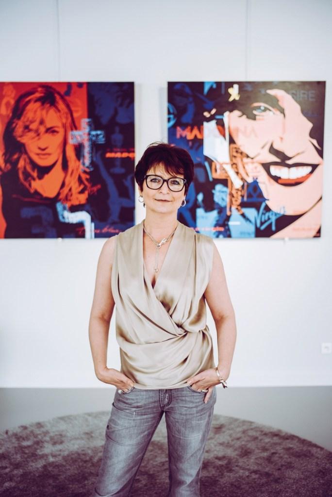 En harmonie avec son métier de marchande d'art, Lorella Santiago a créé une galerie à son image, où se mèlent artistes modernes et contemporains. L'effet est saisissant, l'endroit définitivement inspirant.