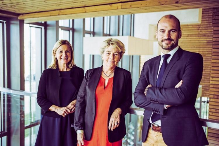 Marie-Guite Dufay, présidente de la Région, encadrée par Martine Abrahamse-Pleux et Arnaud Marthey, respectivement directrice générale et président de l'Agence économique régionale de Bourgogne-Franche-Comté.