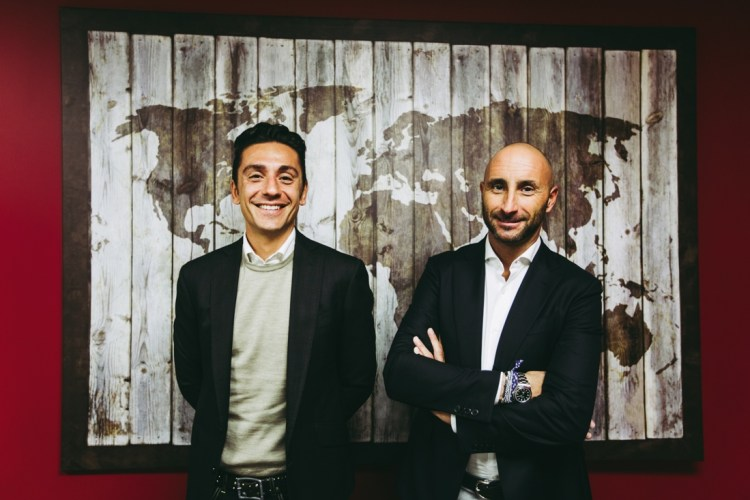 En mettant un pied en France,Michele Martelli et Paolo Della Martera espèrent faire prospérer leur réseau d'agences Mail Boxes Etc. En Italie, le concept fait un carton.