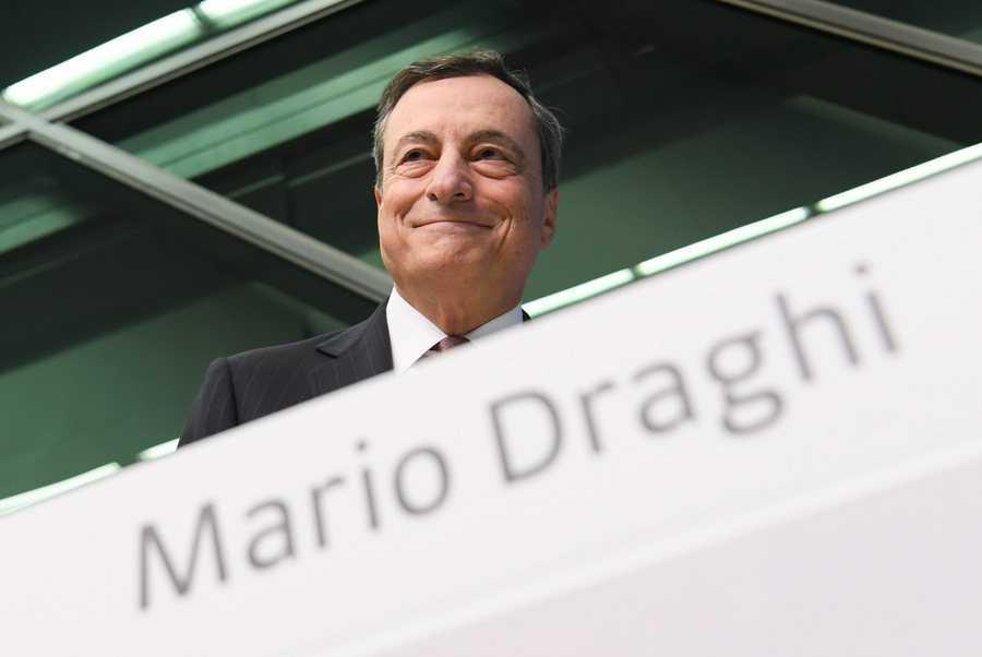 Ο Ντράγκι από το «χάδι» των Βρυξελλών, στο bullying του Βερολίνου