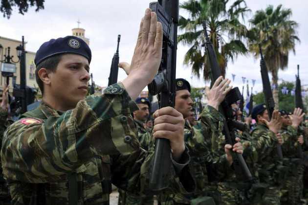 Κίνητρα για να καταταχθούν στο στρατό 18αρηδες και γυναίκες