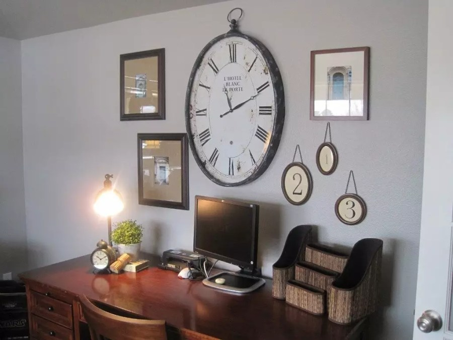 Best place for wall clock according to Vastushastra