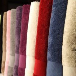 Set asciugamani viso e ospite in spugna da 550 gr/mq
