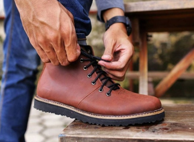 Sepatu kulit Boots