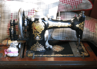 Vintage sewing machine used for modern country fabrics