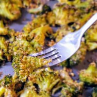 Lemony Breaded Roasted Broccoli with Faux-lic & Faux-nion